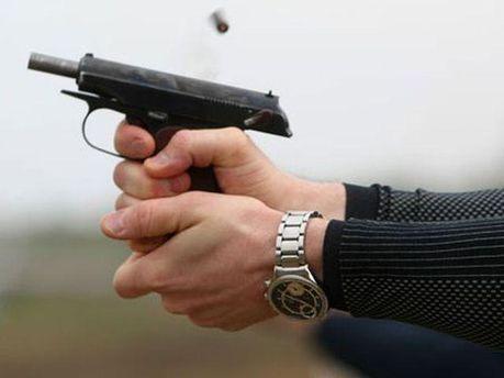 Стрелял из пистолета