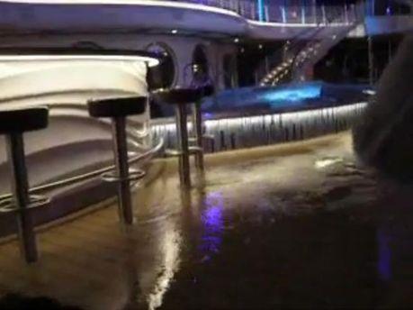 Потоп на лайнері