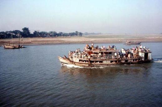 Паром у побережья Бангладеш