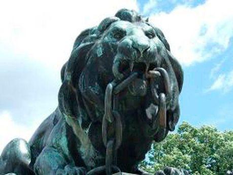 Бронзовий лев
