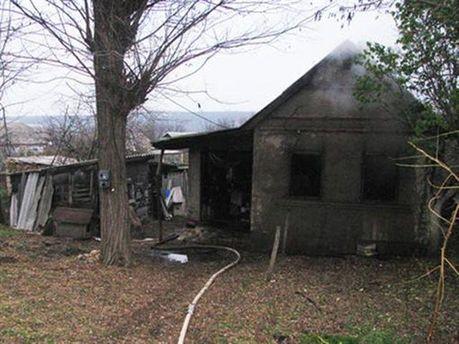 Підпалений будинок