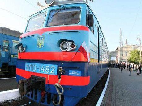 Поезд сбил человека