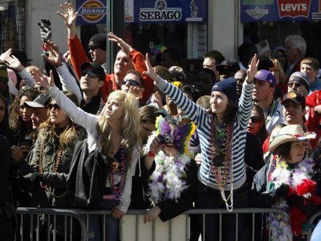 Під час карнавалу в США невідомий влаштував стрілянину