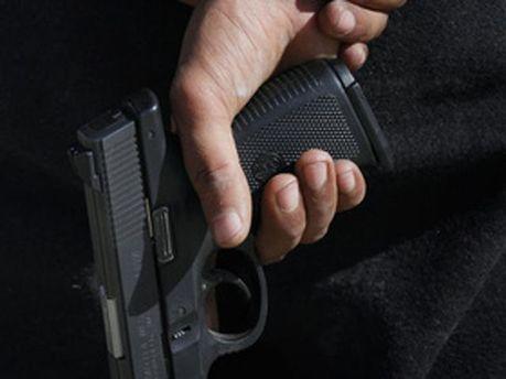Неизвестный расстрелял двух мужчин