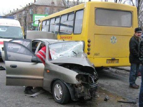 Масштабное ДТП в Киеве: столкнулись 4 легковушки и маршрутка (Фото)