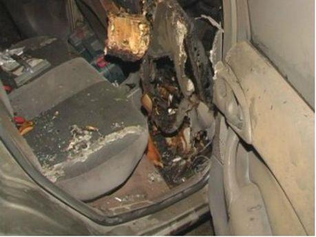 В Киеве неизвестные поджогли автомобиль (Фото)