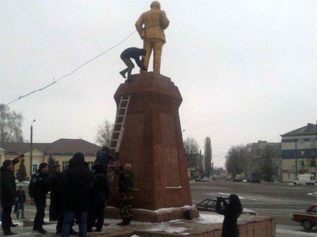 Демонтаж пам'ятника
