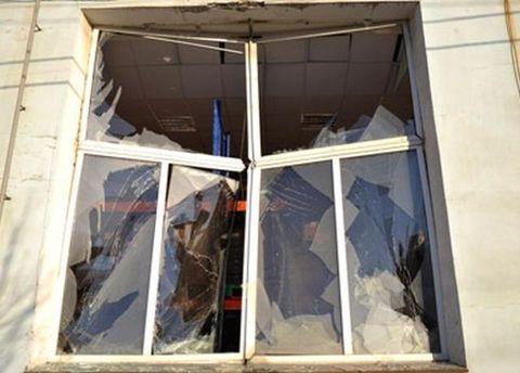 Розбите вікно