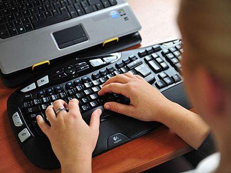 За комп'ютером