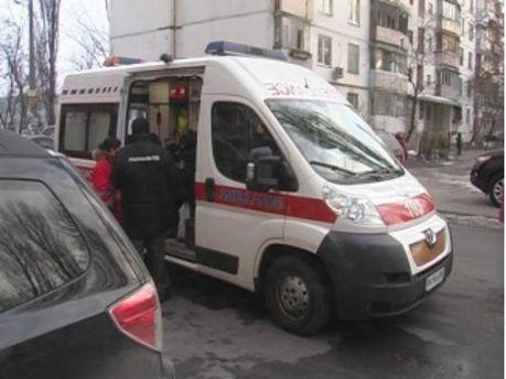 В Киеве бездомный с отверткой напал на супругов (Фото)