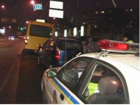У Києві легковик влетів у маршрутку (Фото)
