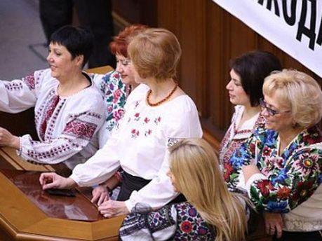 Депутати у вишиванках