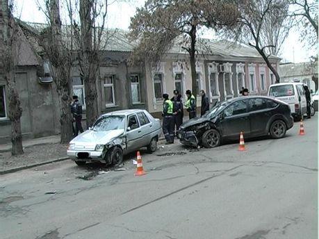 Пьяный николаевский водитель устроил ДТП (Фото)