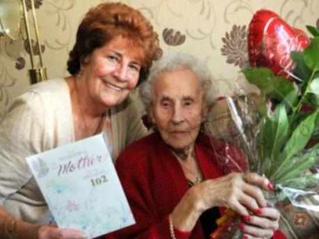 Жінка вирішила зав'язати з курінням у 102 роки (Фото)