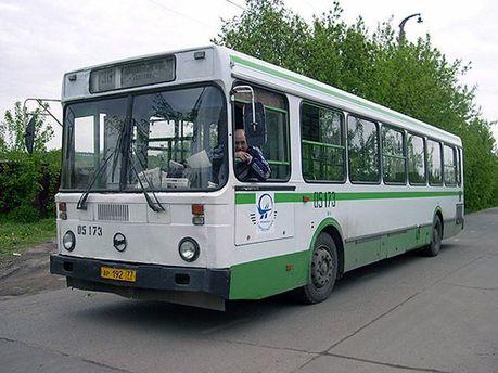 Автобус з водієм