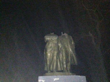 Обезголовлені пам'ятники