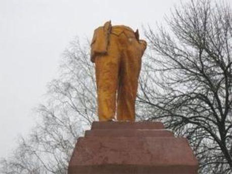 Разрушенный памятник Ленину в городе Ахтырка