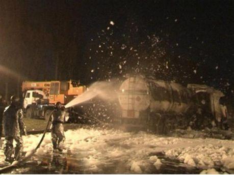 У Дніпропетровську перекинувся бензовоз (Фото)