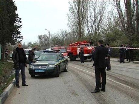 В Севастополе бензовоз раздавил автомобиль: 2 человека погибли (Фото)