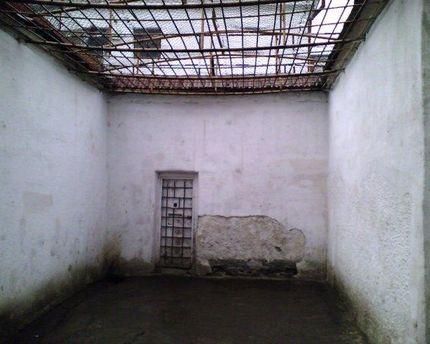 Подвір'я в'язниці
