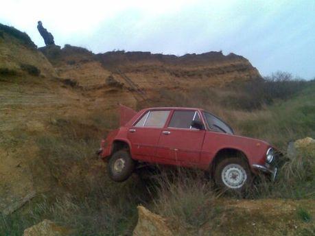 У Криму авто злетіло з 8-метрового обриву (Фото)