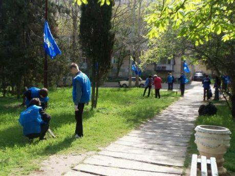 У Севастополі учнів в жилетках ПР відправили на суботник  (Фото. Відео)