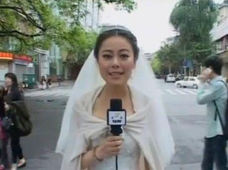 В Китае журналистка сделала репортаж о землетрясении в свадебном платье (Видео)