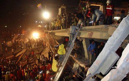 Спасательные работы после обвала в Бангладеш