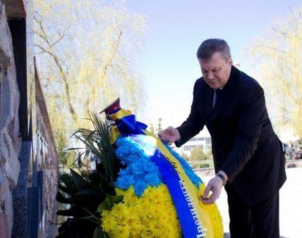 Виктор Янукович почтил память жертв ЧАЭС
