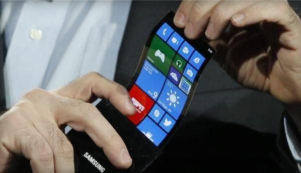 Смартфон з гнучким дисплеєм