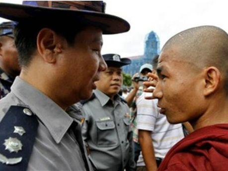 Поліцейський та буддист