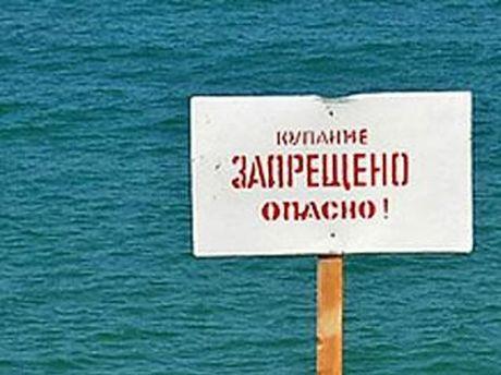 На пляжах запретили купаться
