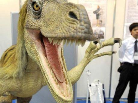 Динозавр в музее