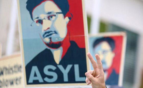 Плакат с изображением Сноудена