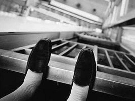 Женщина упала с высоты третьего этажа