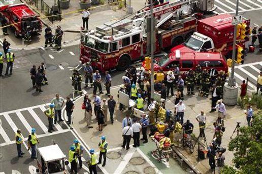 На місці вибуху працюють пожежники