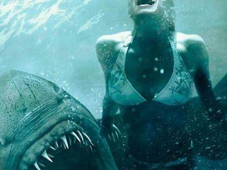 Акула напала на девушку