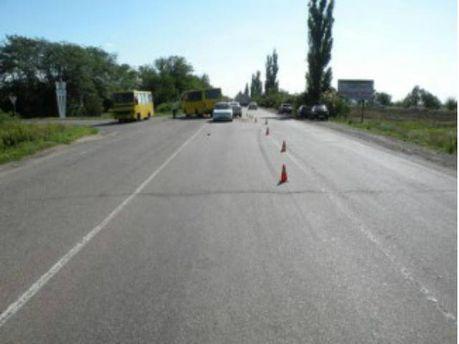 На Миколаївщині легковик врізався у маршрутку