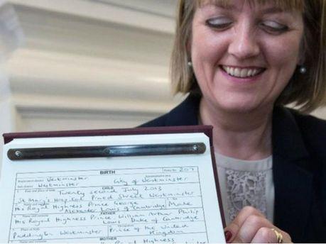 Кейт Миддлтон и принц Уильям официально зарегистрировали сына