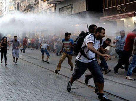 Разгон митингующих в Стамбуле