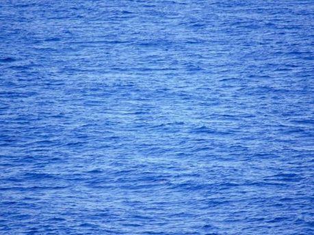 После тарана рыбаки попали в воду
