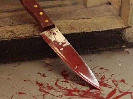 Дівчину побили і порізали ножем
