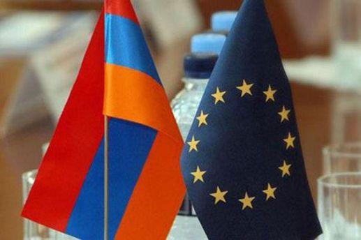 Флаги Армении и ЕС