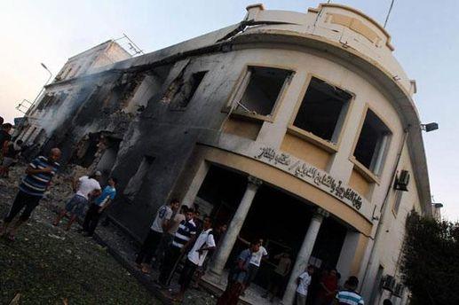 Здание МИД после взрыва