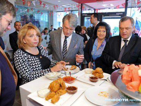 Виктор Ющенко попробовал курятины