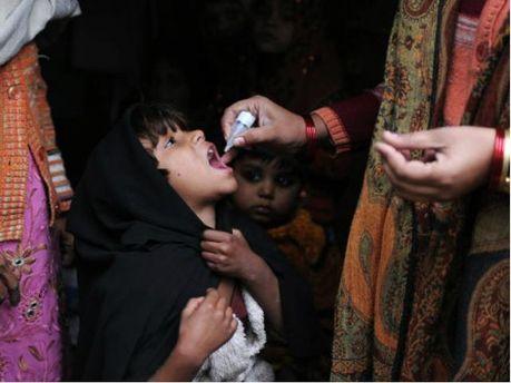 Дети принимают лекарства