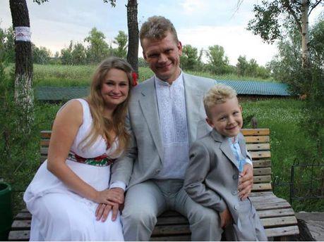 Ігор Швайка з четвертою дружиною Оленою та сином