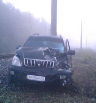 Toyota Land Cruiser после столкновения с локомотивом