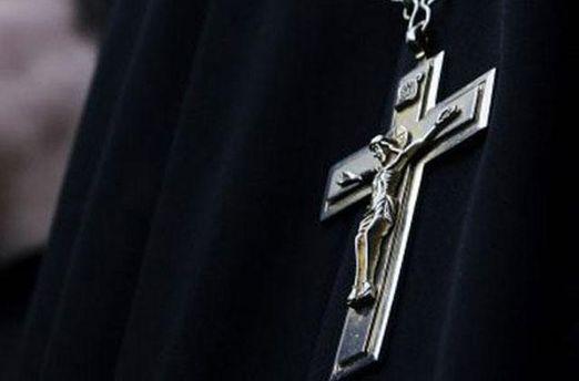 Крест на рясе