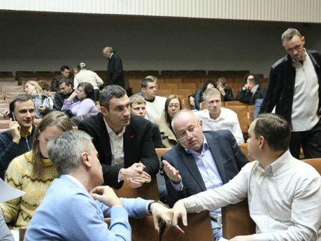 Віталій Кличко, Віктор Чумак та однопартійці